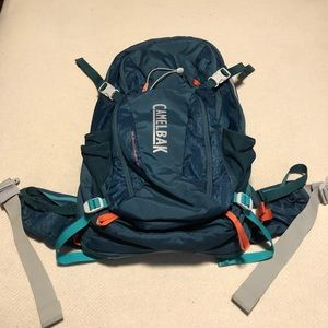 Camelbak Sundowner 22 hiking backpack water